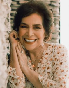 Ein schönes Lächeln mit Keramikimplantaten